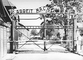 How do I write a thesis statement for a paper about Auschwitz?